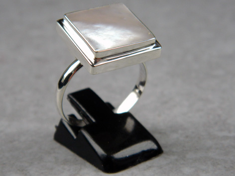 Madat Nepal Ring Zilver 19mm Shell/White